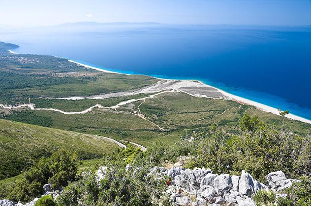 Vistas espectaculares desde el Parque Nacional de Llogaraja, Albania