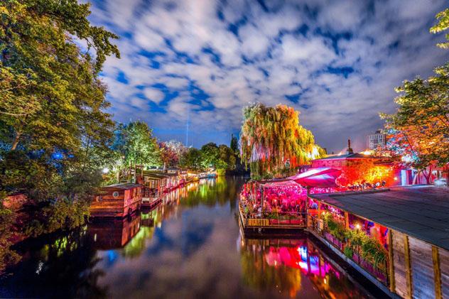 La variada oferta nocturna de Berlín atrae a fiesteros de todo el mundo, Alemania © canadastock / Shutterstock