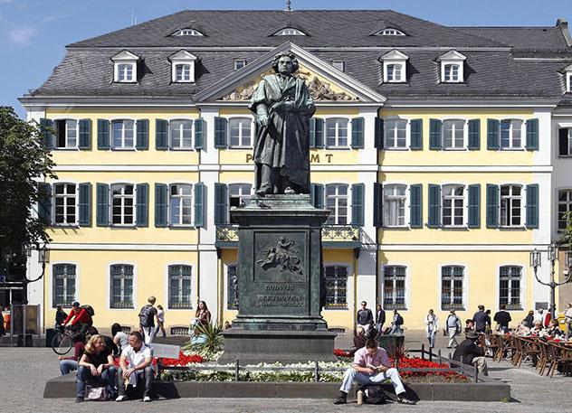 Monumento público dedicado a Beethoven en la Münsterplatzde Bonn