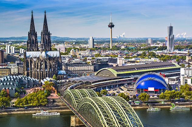 El Rin frente a la catedral de Colonia, Alemania © ESB Professional / Shutterstock
