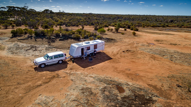 Caravana en el 'outback', Australia © Philip Schubert / Shutterstock