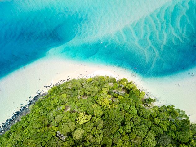 Tallebudgera Creek, Gold Coast, Australia © bmphotographer / Shutterstock