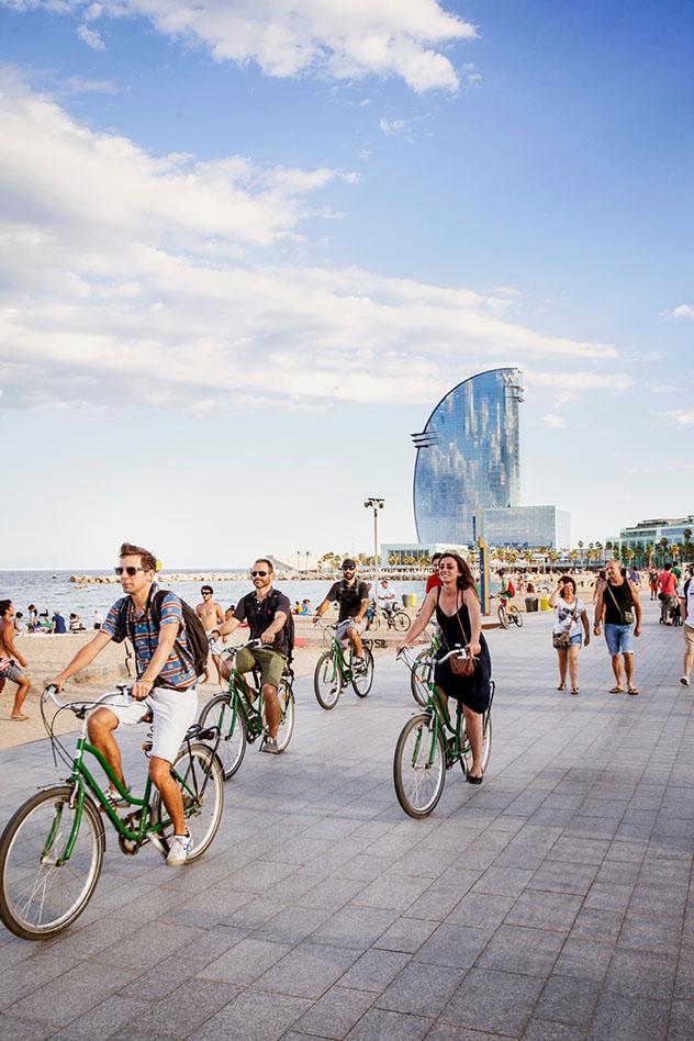 Pasear en bicicleta por Barcelona