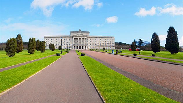 Stormont, en las afueras de Belfast, fue escenario de las negociaciones de paz y alberga el Parlamento de Irlanda del Norte © M-image / iStock / Getty Images