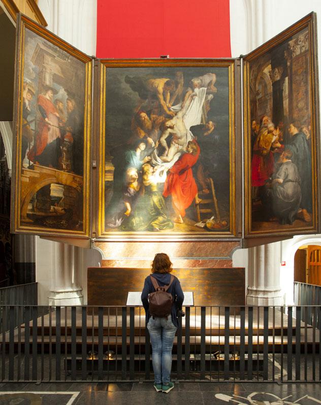 Cuadro de Rubens en la catedral gótica de Nuestra Señora, Handschoenmarkt, Amberes, Bélgica © Kris Ubach