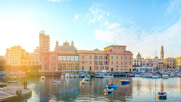 Recién reinaugurado, el Teatro Margherita es una de las claves del rejuvenecimiento de Bari, Italia © Dimitar Chobanov / Alamy Stock Photo