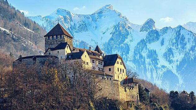 El Castillo de Vaduz es la residencia oficial del príncipe de Liechtenstein © Boris Stroujko / Shutterstock
