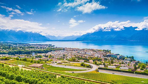 La bonita Vevey se prepara para su gran fiesta del 2019, Suiza © Scott Wilson / Alamy Stock Photo