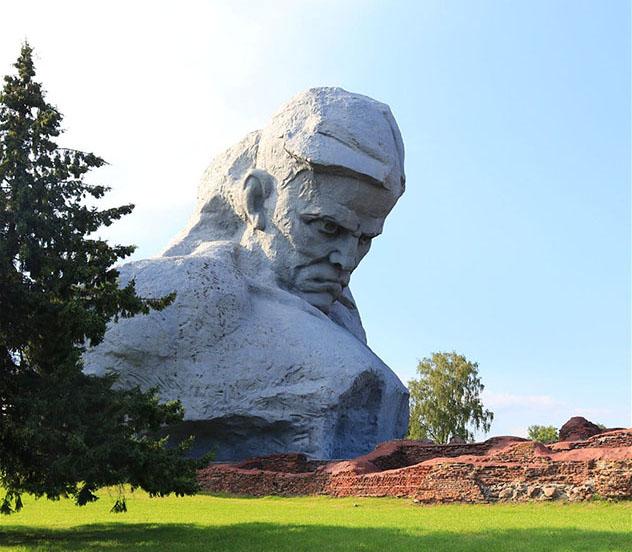 Bielorrusia: Brest y el Monumento al Coraje en la Fortaleza de Brest