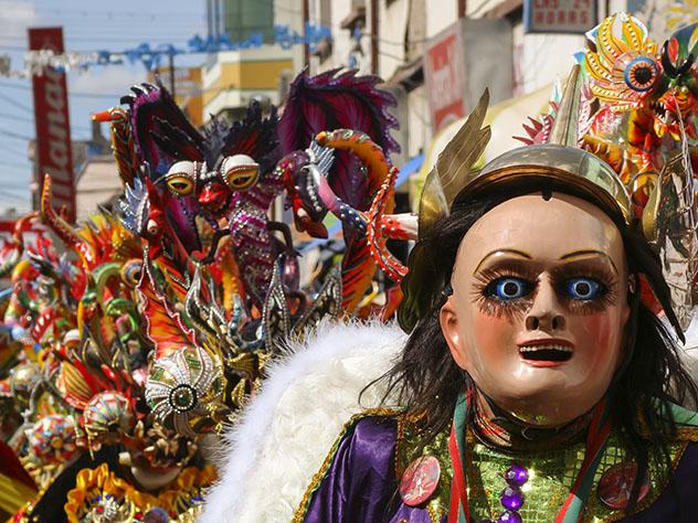 Bailarines de la Diablada durante el Carnaval de Oruro, en Bolivia © Julian Bowdern / Shutterstock