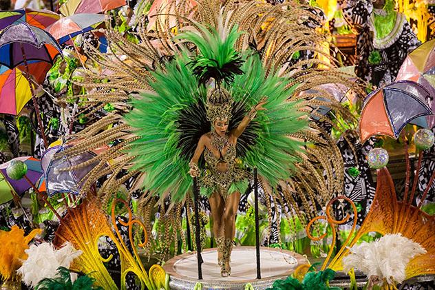 Sambódromo, carnaval de Río de Janeiro, Brasil © Celso Pupo / Shutterstock