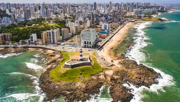 Salvador de Bahía, un atractivo antiguo enclave colonial portugués junto al mar, es la tercera ciudad más poblada de Brasil con casi tres millones de habitantes © jeilson / iStockphoto / Getty Images