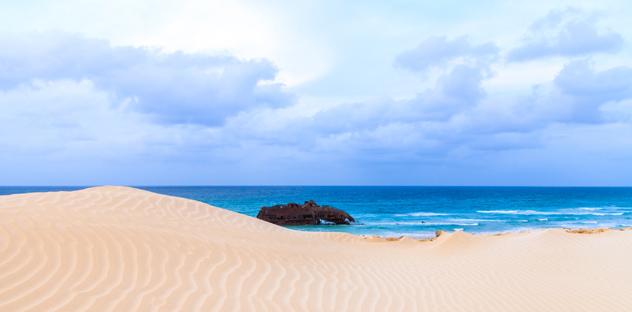 "Buque ""Cabo de Santa María"", isla Boa Vista, Cabo Verde © Black-Photogaphy / Shutterstock"
