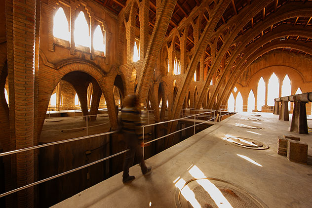 Catalunya meridional: celler modernista de Pinell de Brai
