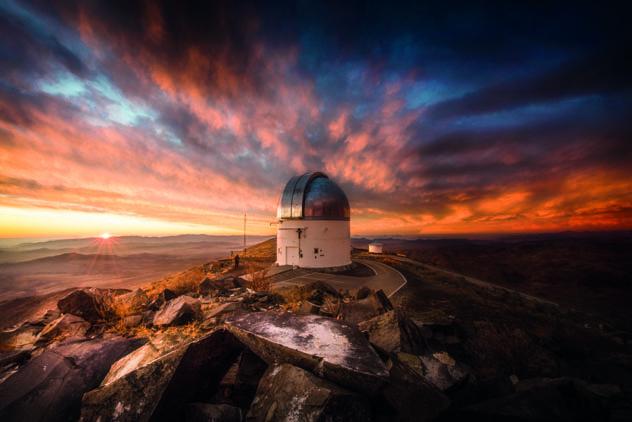 El alba sobre el valle del Elqui, desde el observatorio Las Campanas, Chile © Alberto Ghizzi Panizza / 500px