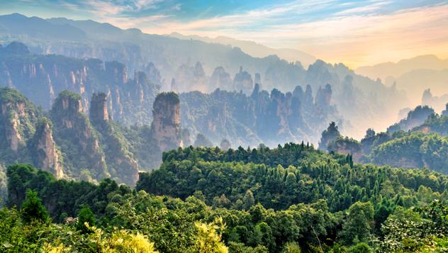 El espectacular paisaje del Zhangjiajie Forest Park, en Hunan, China © JekLi / Shutterstock