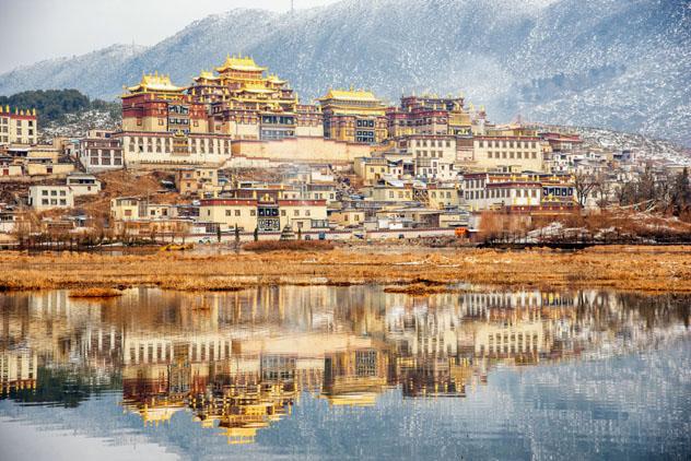 Shangri-la, cuna del 'gompa' Ganden Sumtseling, un antiguo monasterio tibetano con 300 años de historia, China © Suttipong Sutiratanachai / Getty