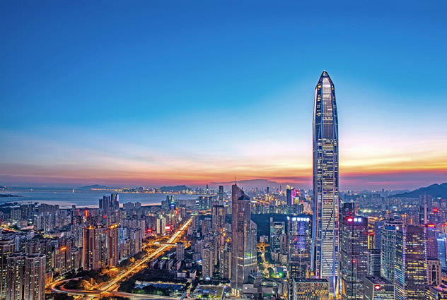 El Ping An Financial Centre (Kohn Pedersen Fox) destaca en el 'skyline' de Shēnzhèn, China © HelloRF Zcool / Shutterstock
