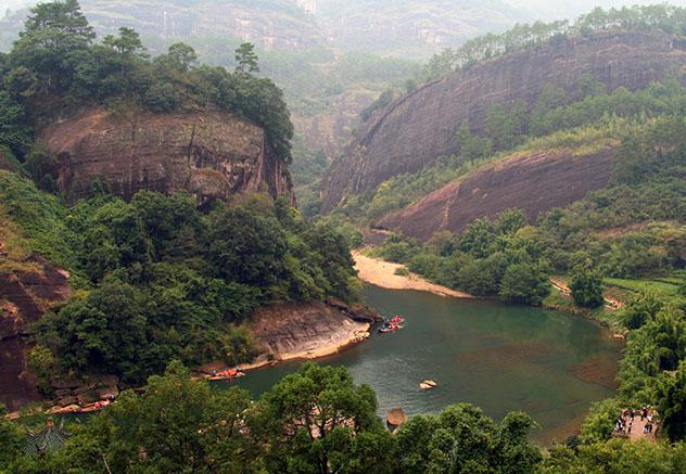 Río de las Nueve Curvas, Wuyi Shan, China © Katoosha / Shutterstock