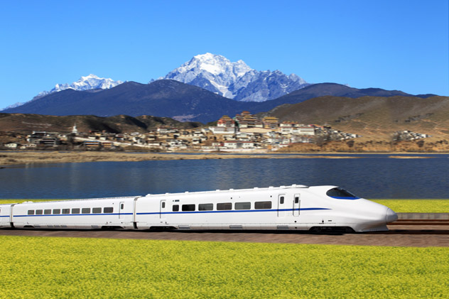 Tren de alta velocidad, China © cyo_bo / Shutterstock