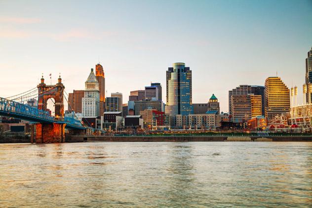 Amanece en el centro de Cincinnati, EEUU © photo.ua / Shutterstock