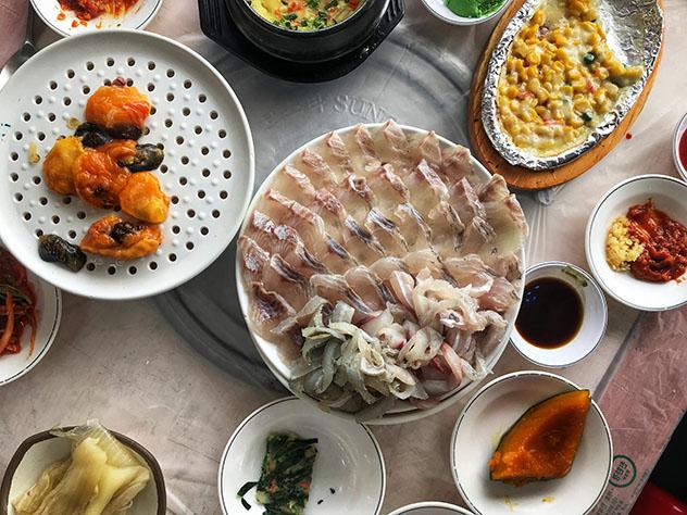 Gracias a su situación junto al océano, el panorama culinario de Busan se basa en el marisco, Corea del Sur © MaSovaida Morgan / Lonely Planet