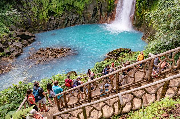 En familia en el Parque Nacional Volcán Tenorio, Costa Rica. Viaje sostenible Lonely Planet