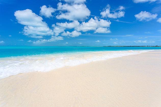 La playa más famosa de Cayo Largo es playa Paraíso, Cuba © MasterPhoto/Shutterstock