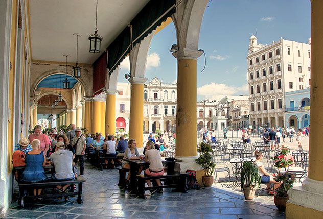 La Plaza Vieja de La Habana, Cuba