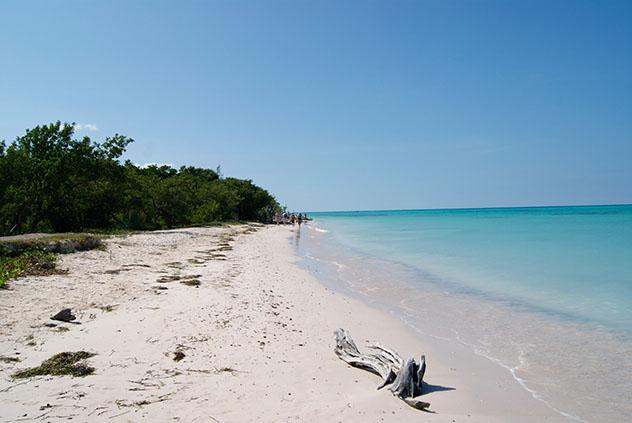 El camino Cayo Jutías es complicado, pero la excursión merece mucho la pena, Cuba © JMontes / Shutterstock