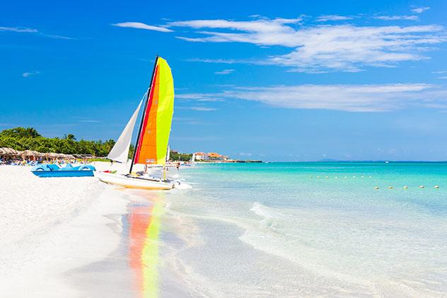 La playa de Varadero es muy popular entre veraneantes de todo el planeta, Cuba © Kamira / Shutterstock