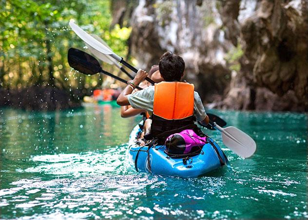 Aventuras en familia: practicar el kayak