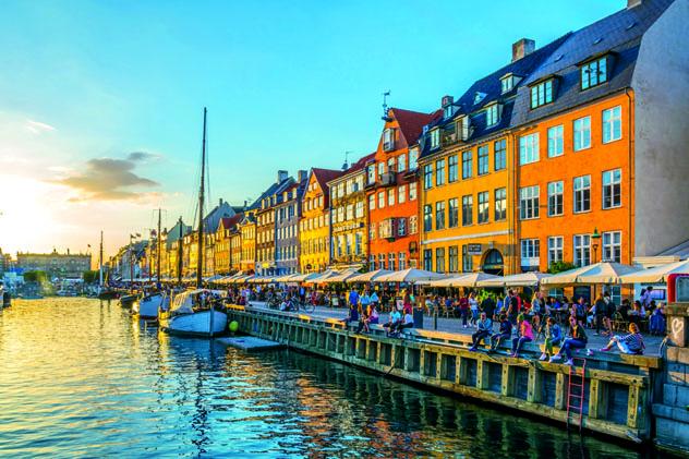 El paseo marítimo de Nyhavn, en el centro de Copenhage, Dinamarca © trabantos / Shutterstock