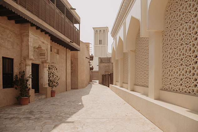 En el barrio histórico de Al Fahidi se pueden recorrer los apacibles callejones de la Dubái antigua, EAU © Ivan Kurmyshov / Shutterstock