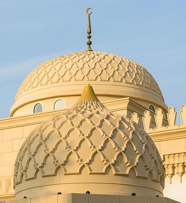 Los circuitos del Sheikh Mohammed Centre for Cultural Understanding permiten apreciar la arquitectura de las mezquitas, Dubái, EAU © cornfield / Shutterstock