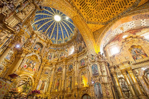 El interior dorado de la iglesia de San Francisco, Quito, Ecuador © Philip Lee Harvey / Lonely Planet