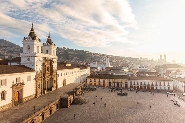 La plaza San Francisco en Quito, Ecuador © Philip Lee Harvey / Lonely Planet