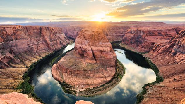 Un meandro del gran río Colorado esculpió la Horseshoe Bend en la suave roca caliza de Arizona © FilippoBacci / Getty Images