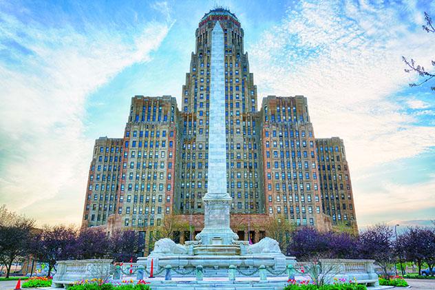 Búfalo, ayuntamiento y el monumento a McKinley, EE UU