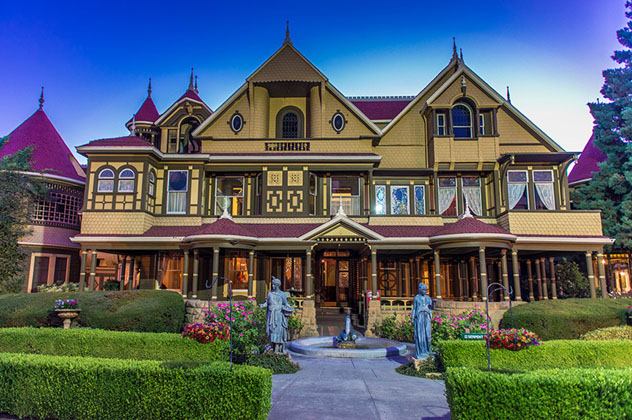 Exterior de la Casa del Misterio de Winchester, California, EE UU © www.winchestermysteryhouse.com