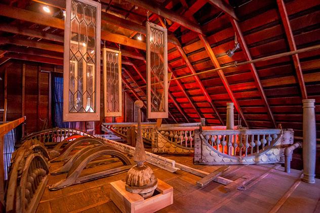 Interior de la Casa del Misterio de Winchester, California, EE UU © www.winchestermysteryhouse.com