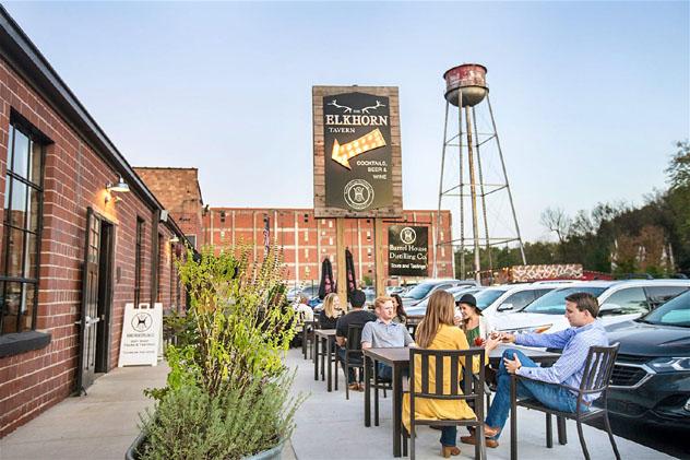 Para tomar una cerveza (o algo un poco más fuerte) se puede ir a Pepper Distillery Campus, en Lexington, Kentucky, costa este, EE UU © Vic Sizemore / VisitLEX