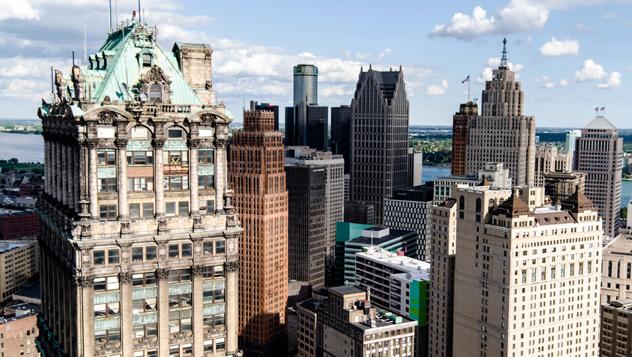 Los rascacielos de estilo art déco en el centro de Detroit, la ciudad que vuelve a latir tras años de declive © Reese Lassman / EyeEm / Getty Images