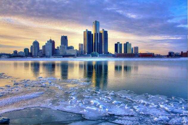'Skyline' de Detroit tras el río Michigan, Detroit, EE UU © David Bonyun / 500px