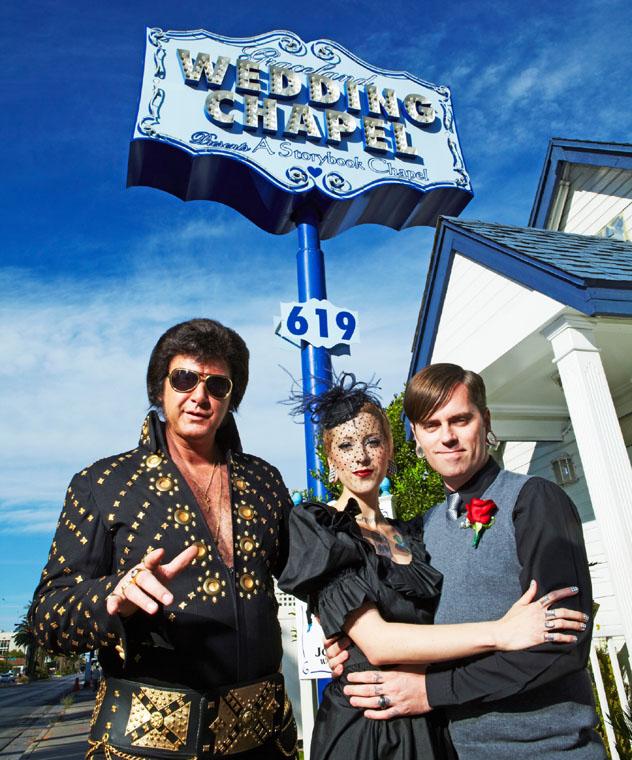 Boda e imitador de Elvis, Graceland Wedding Chapel, Las Vegas, EE UU © Mark Read / Lonely Planet
