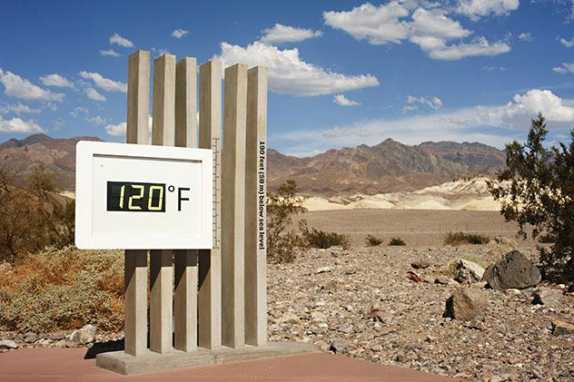 Termómetro de Furnace Creek, Valle de la Muerte, estado de Nevada, EE UU
