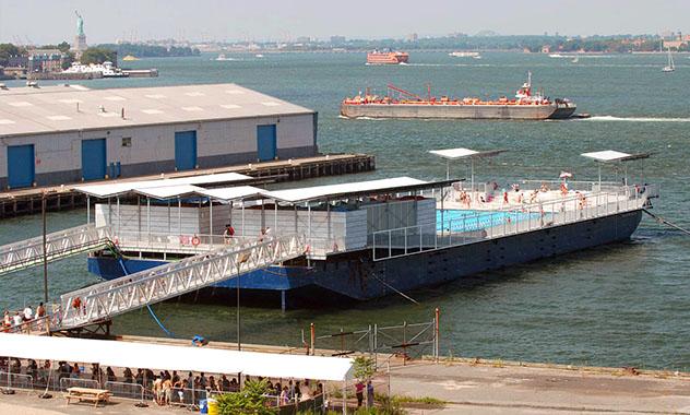 Piscina urbana de Nueva York: Bronx Floating Pool, costa este de EE UU