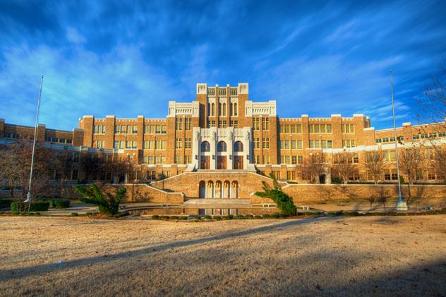 La Central High School de Little Rock fue escenario de feroces luchas por la desegregación en 1957, sur de EE UU © mnapoli / Shutterstock