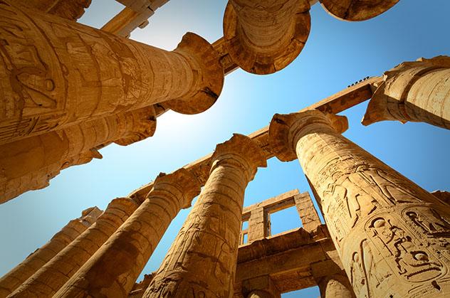 Los templos y tumbas de Egipto presentan varios símbolos, y es buena idea contratar a un guía para que los interprete, Egipto © Lauren Keith / Lonely PlanetIrakli Shavgulidze / Shutterstock