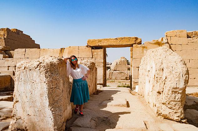 Mujer vijaera en Luxor, Egipto